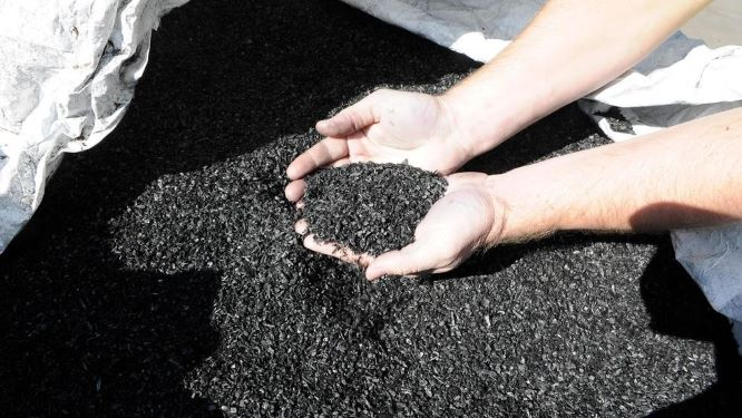 The research team used eco-friendly biochar, made from agricultural byproducts, to develop a wastewater treatment process that effectively removes pollutants and environmental hormones.